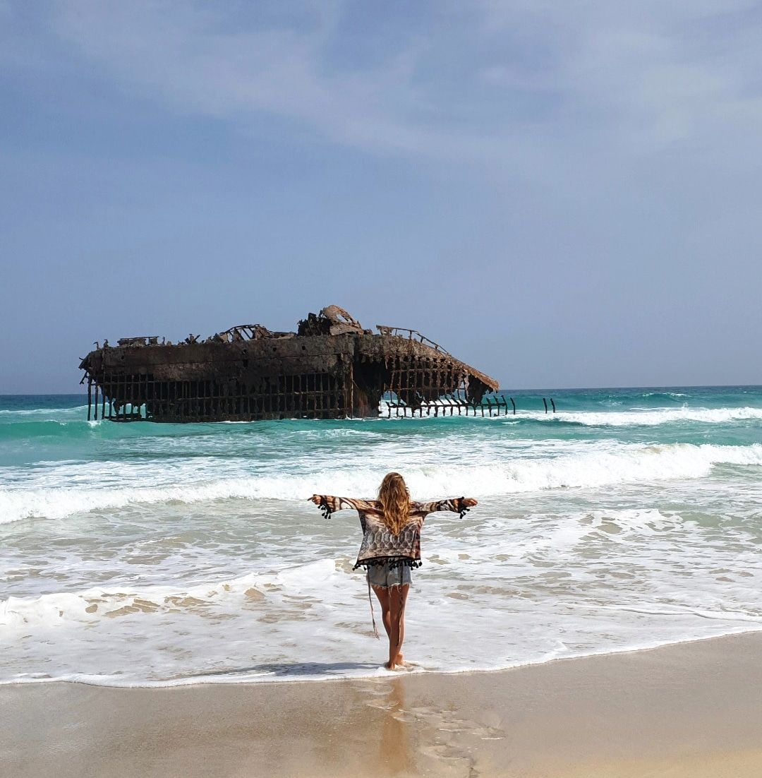 Na ostrove Boa Vista je aj takýto vrak lode.