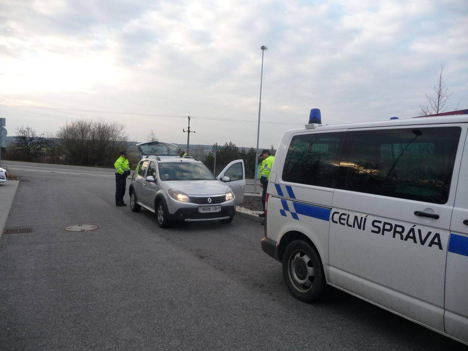 Řidič dostal na dálnici D2 rekordní pokutu 132 000 korun. Částku uhradil přes platební terminál