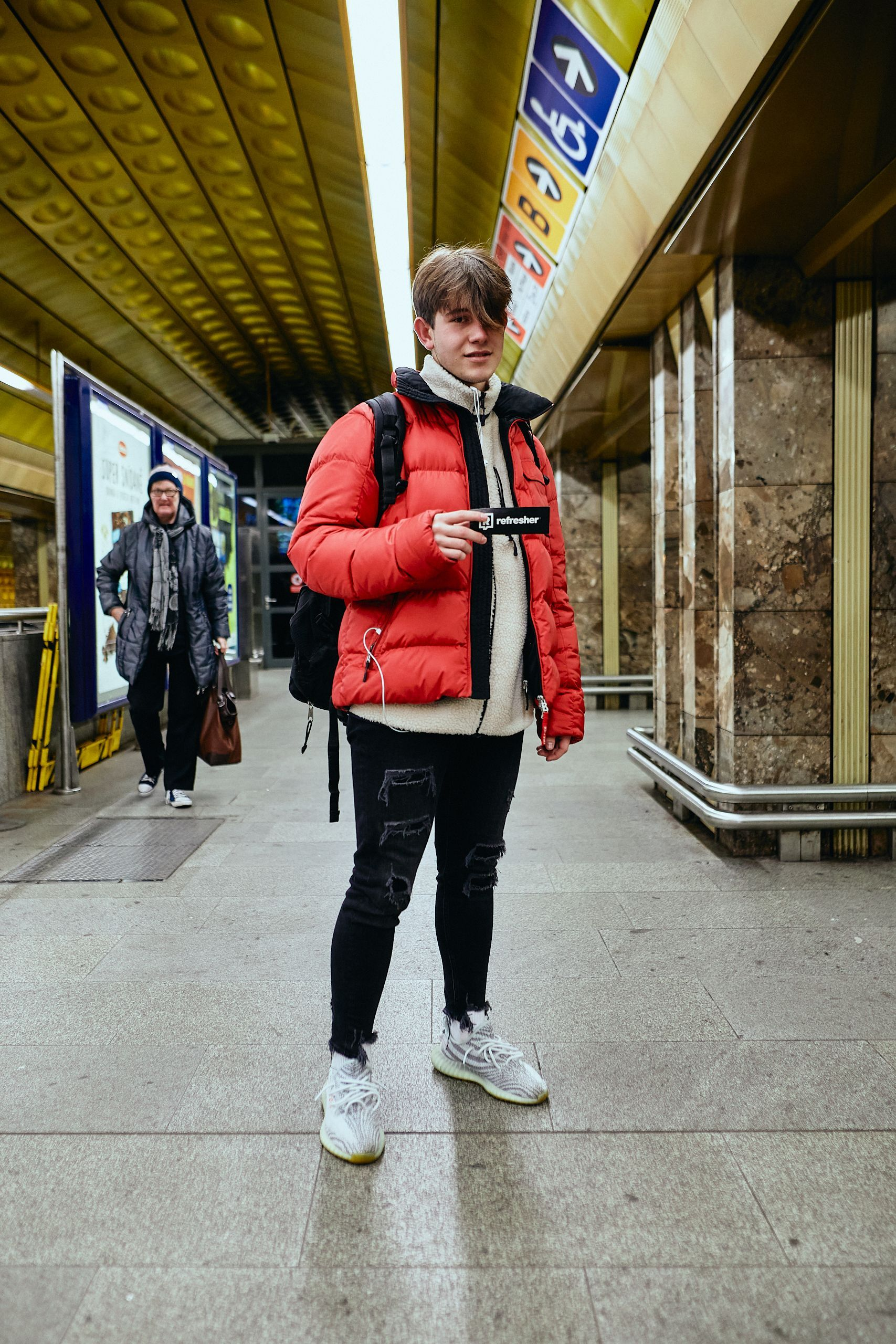 Mladí Pražané se umí obléknout.