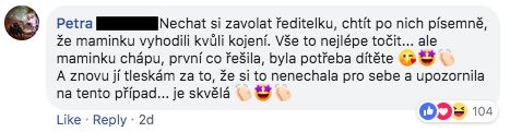 Žena v pražské bance kojila své dítě. Ochranka ji vyhodila, na Facebooku se spustila smršť