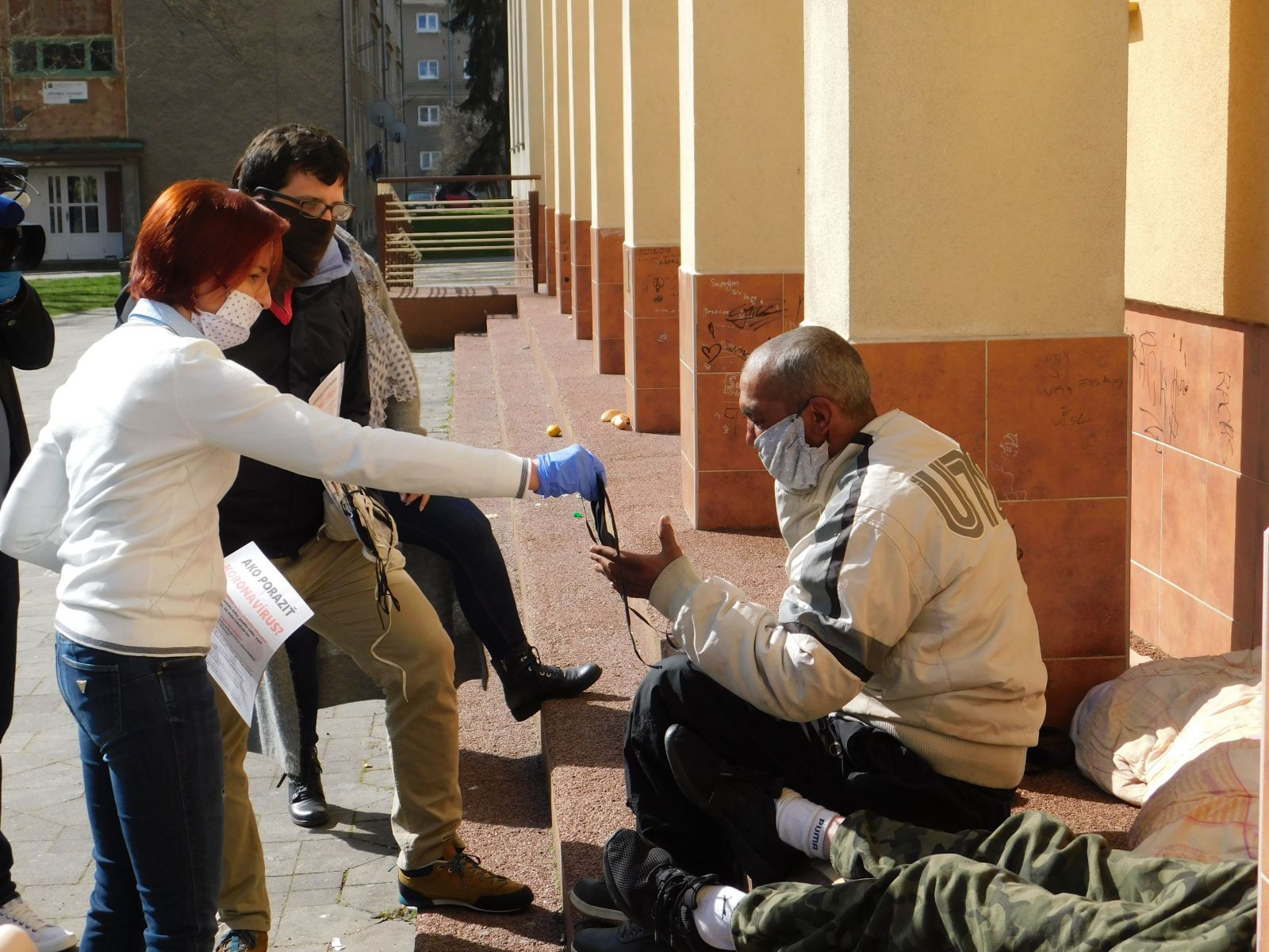 Čeští lidé na ulici musí také čelit koronavirové krizi. Jak dodržovat domácí karanténu, když není žádný domov?