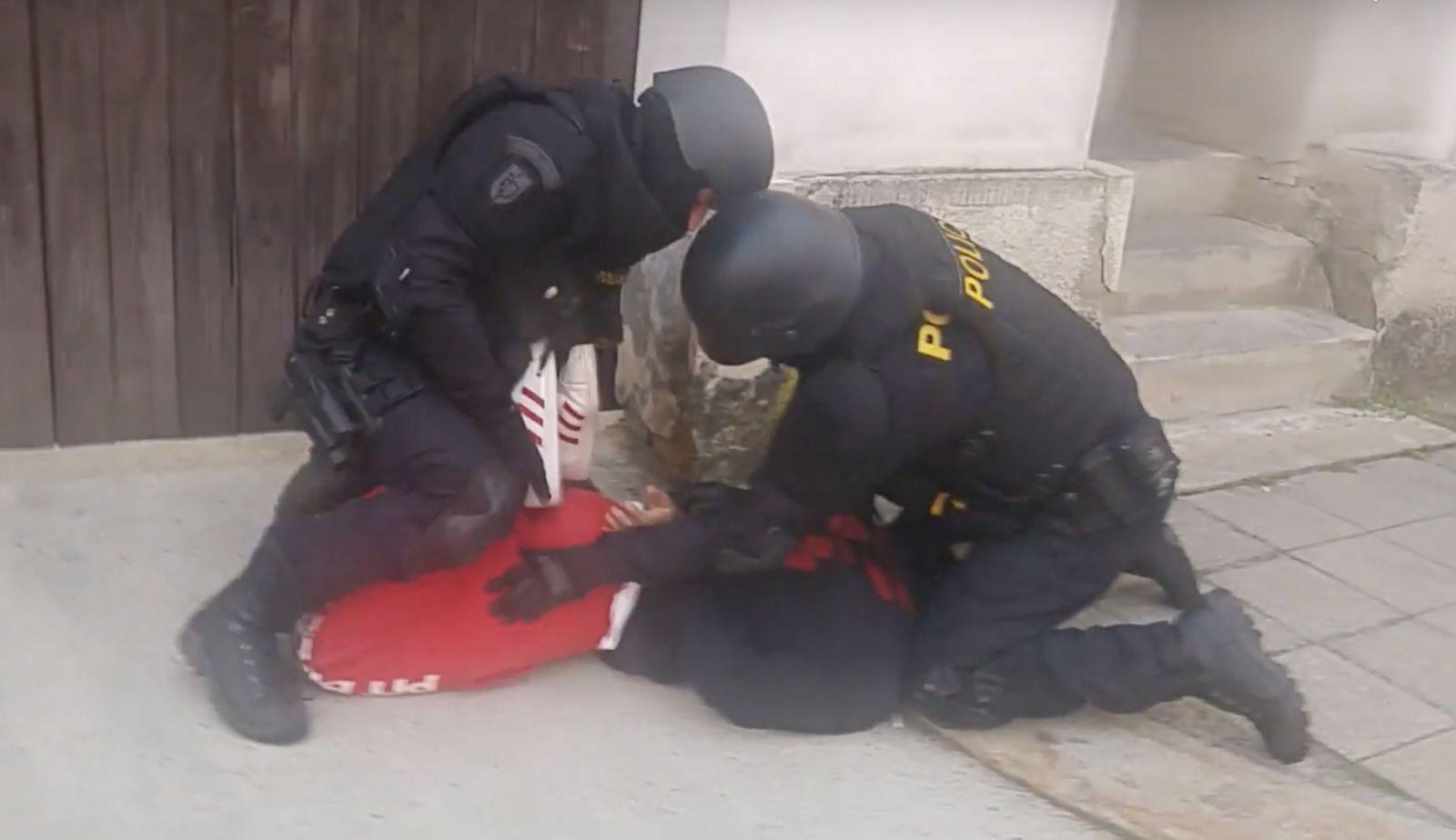 Koronavirus kriminálníky v Česku mírně zabrzdil: počet trestných činů klesl o 6 procent