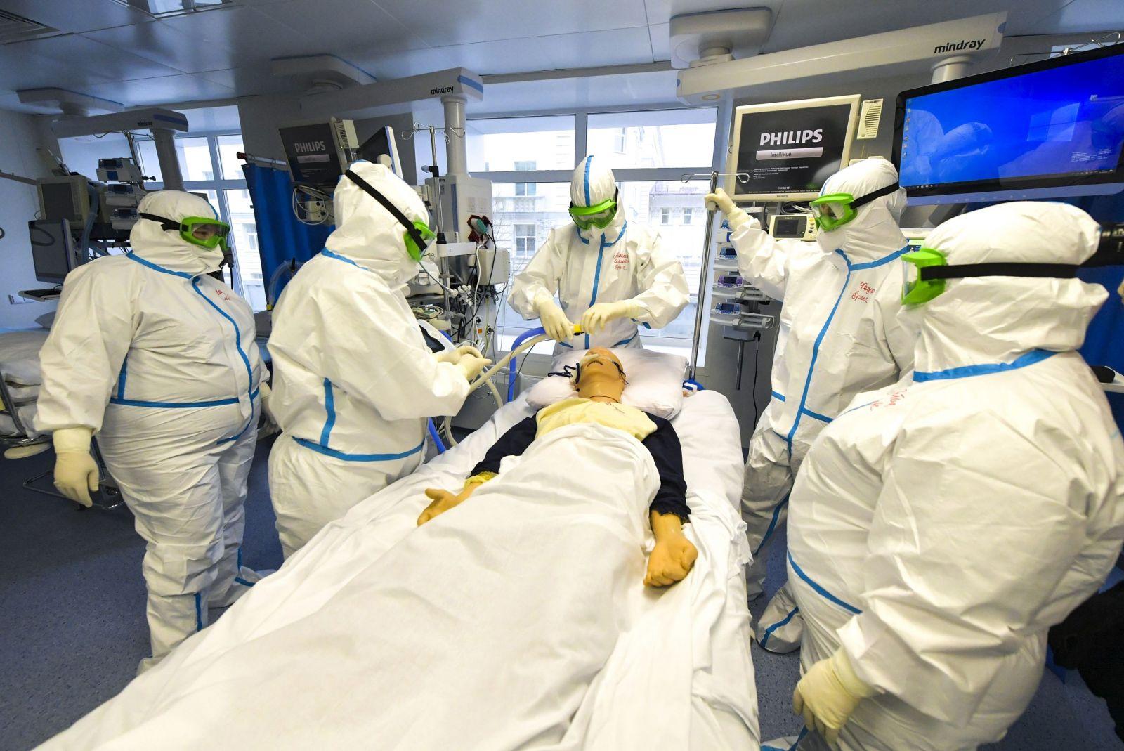 Čeští vědci se zapojili do vývoje vlastní vakcíny proti koronaviru. První výsledky by měli mít za dva měsíce