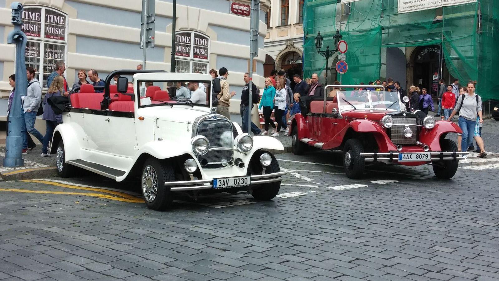 Repliky veteránů v centru Prahy jsou oficiálně rolby a traktory. Porušují předpisy a 95 % zkontrolovaných mělo závadu