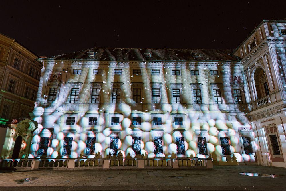 Signal Festival je za námi. Přinesl úchvatné promítání na známé pražské budovy