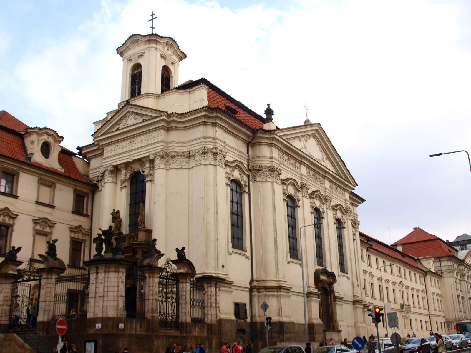 Budova rozhlasu, kostel spjatý s Anthropoidem nebo Hlávkova kolej. Tyto české stavby se staly novými kulturními památkami