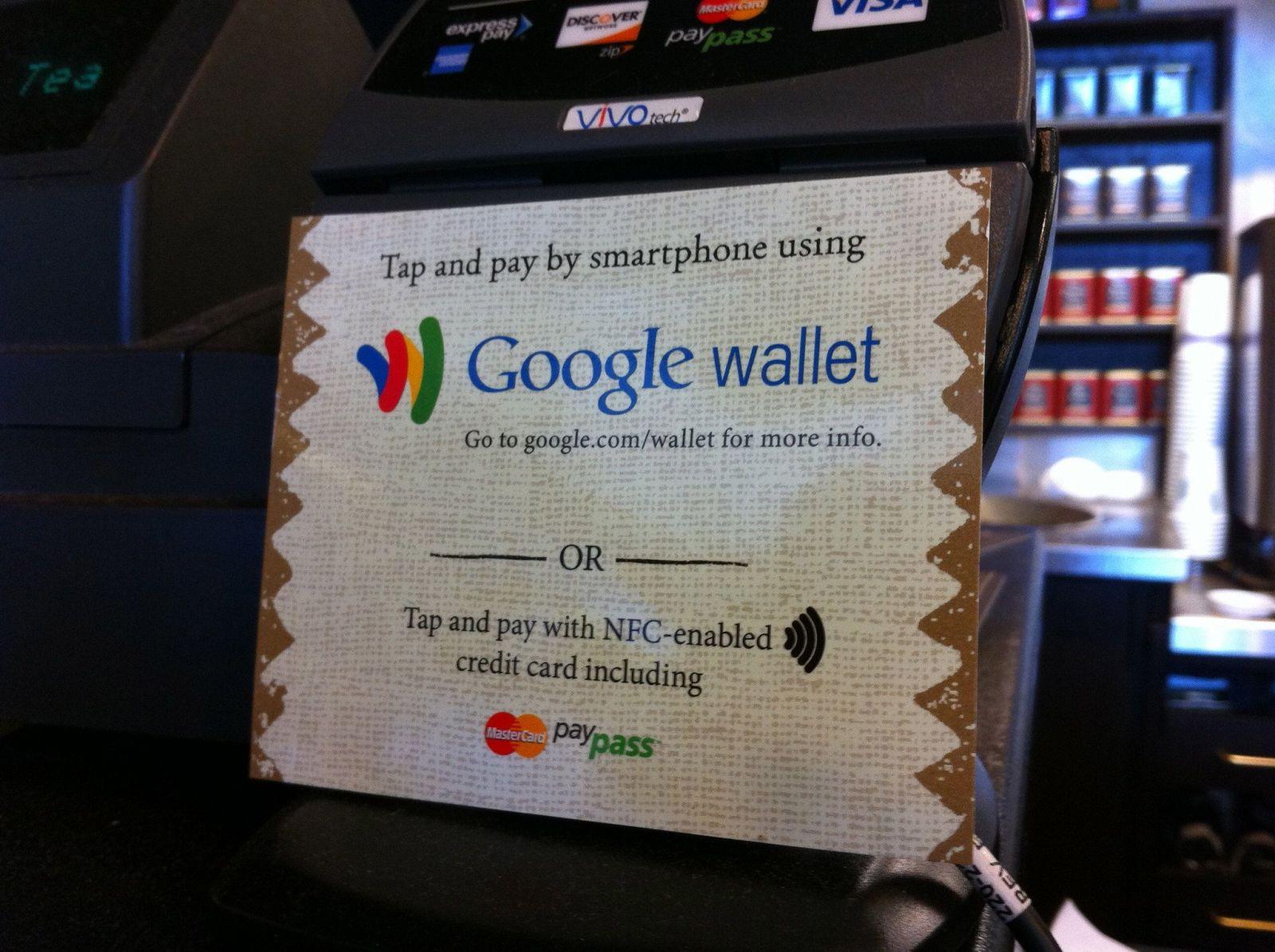 Velký přehled bank, které podporují Apple Pay a Google Pay. Zjišťovali jsme, kdy se přidají poslední z nich