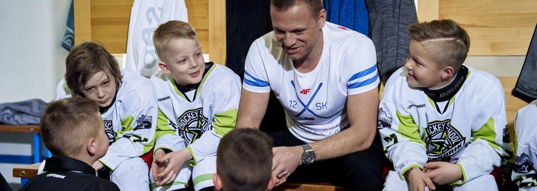 Ako reagujú na MS v hokeji známe slovenské značky? Nechýbajú zľavy, akcie, bizarnosti aj vkusné reklamy so známymi tvrárami