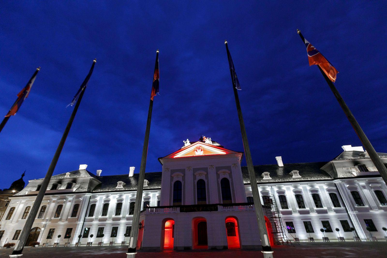 Pred červeno-bielym Bratislavským hradom nazval Boris Kollár Lukašenka diktátorom, ktorý porušuje ľudské práva
