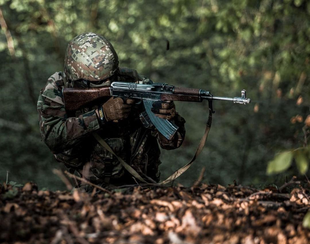 Profesionálny vojak Denis: Armáda nie je pre pravicových extrémistov, povinná vojenská služba nie je nutná (Rozhovor)