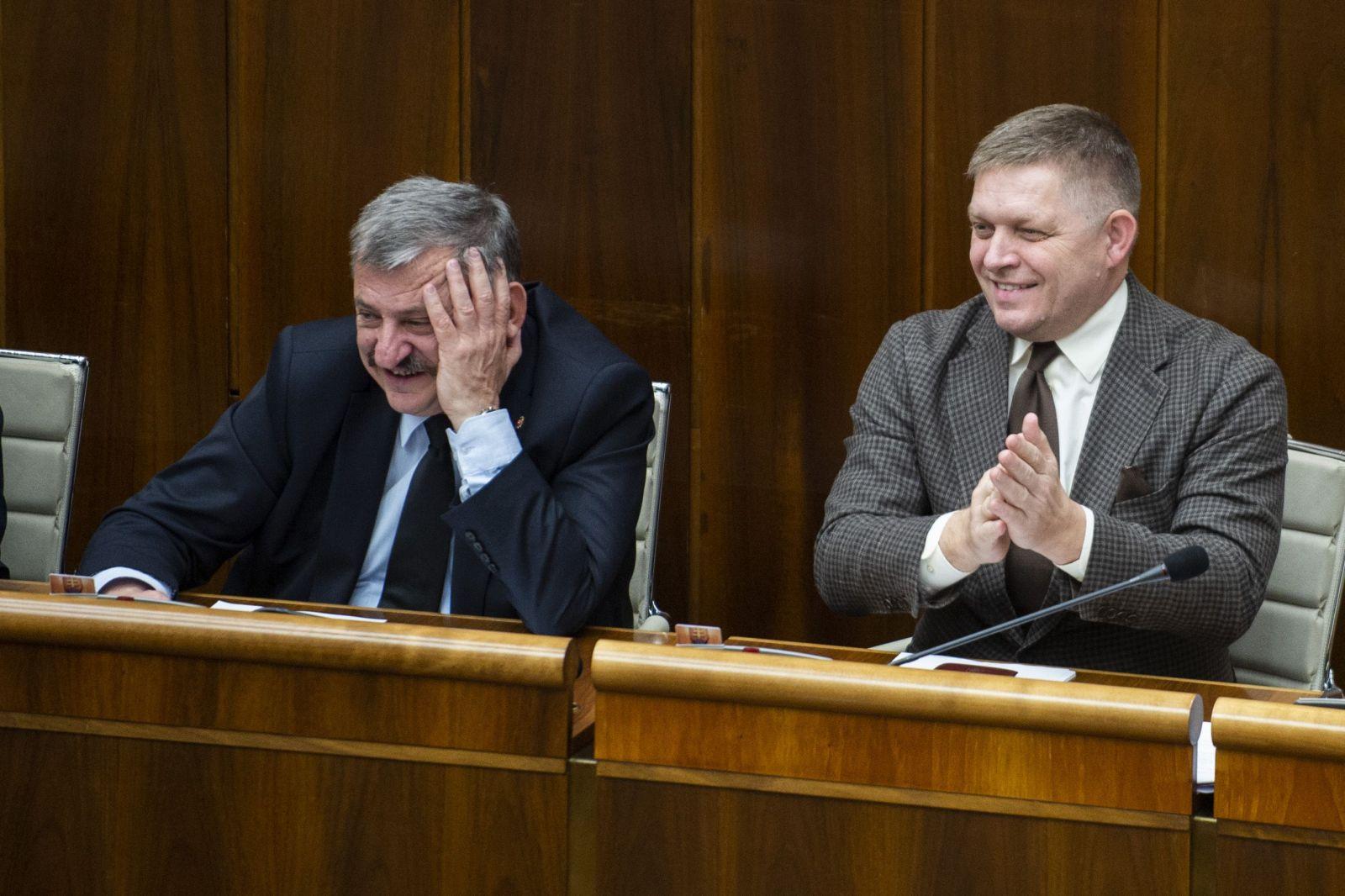 5 vecí, ktoré by si mal vedieť o 50-dňovom moratóriu. Prečo odborníci prirovnávajú Slovensko k Afrike?