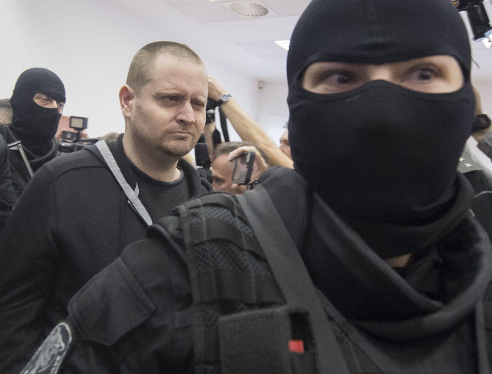 Prvé fotografie Mariana Kočnera, Aleny Zsuzsovej, Tomáša Szabóa a Miroslava Marčeka zo súdu. Toto sú obvinení za vraždu Kuciaka