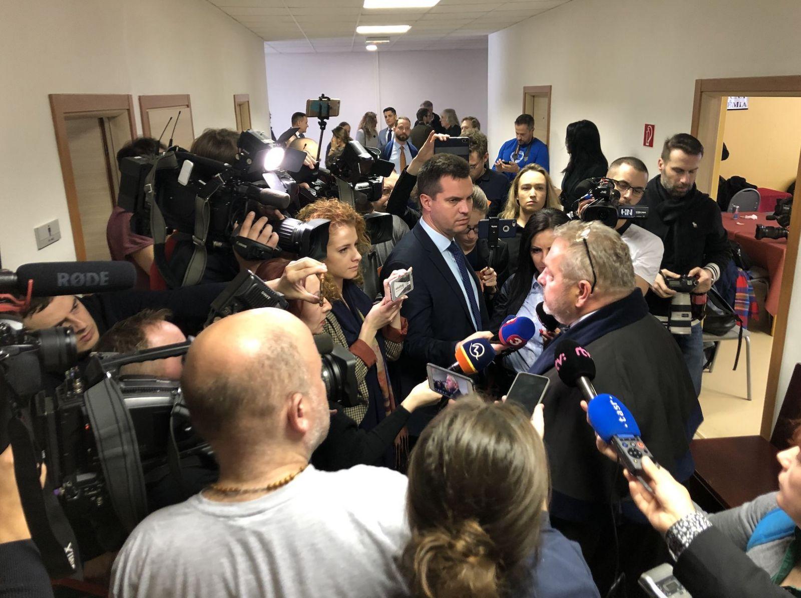 LIVE zo súdu s Kočnerom: Advokáti Aleny Zsuzsovej kritizujú únik spisu do médií