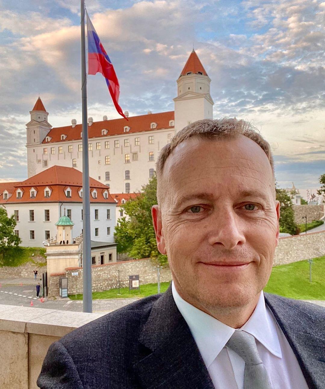 Mal kontakty s mafiánmi aj rozhlasovú reláciu o sexe, kde vystupoval ako odborný asistent Chlipnička. Kto je Boris Kollár?