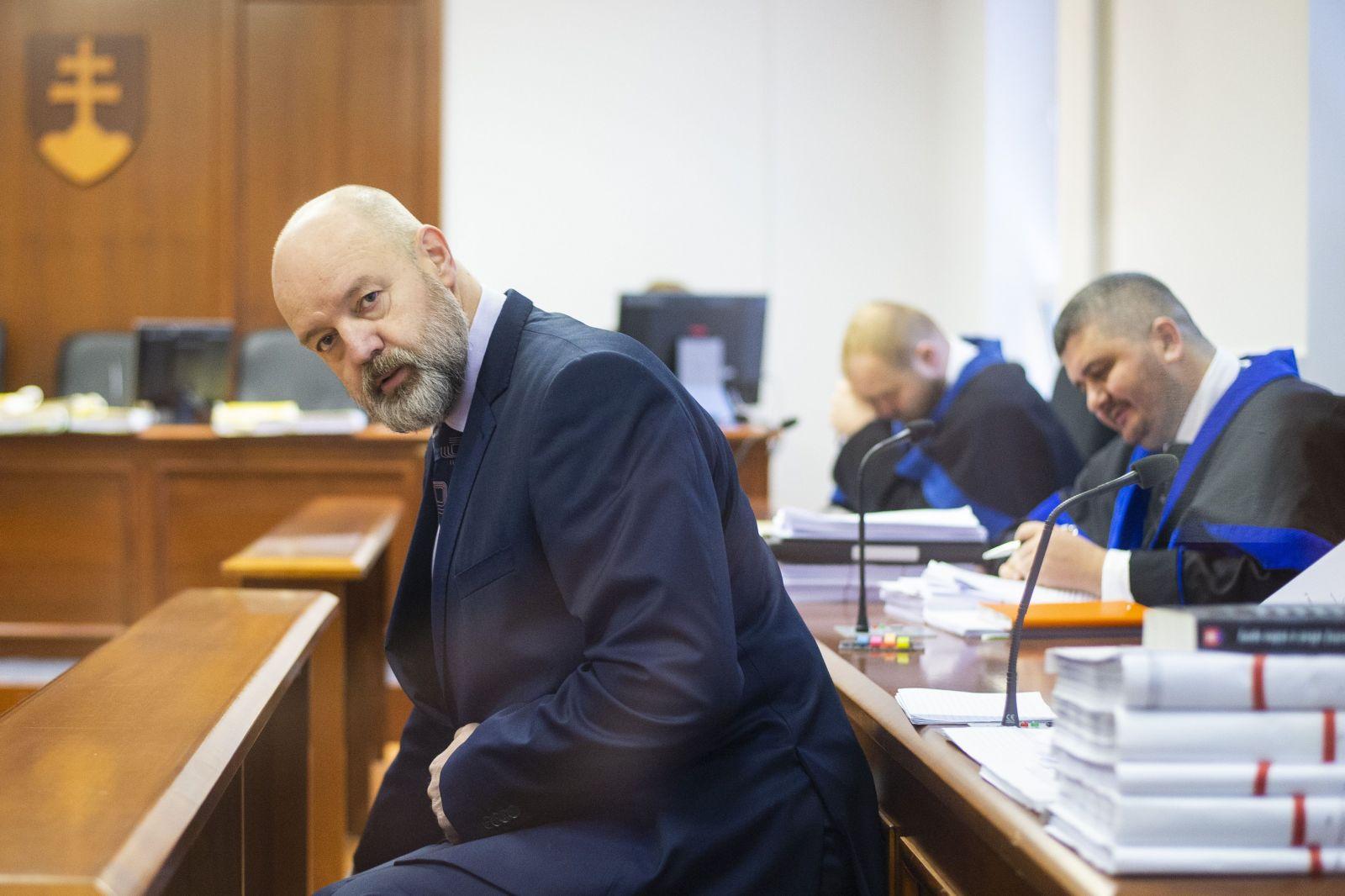 Verzia Kočnera a Ruska o zmenkách je absurdná, tvrdí Lipšic. Môžu dostať 20-ročný trest v ústave s maximálnym stupňom stráženia