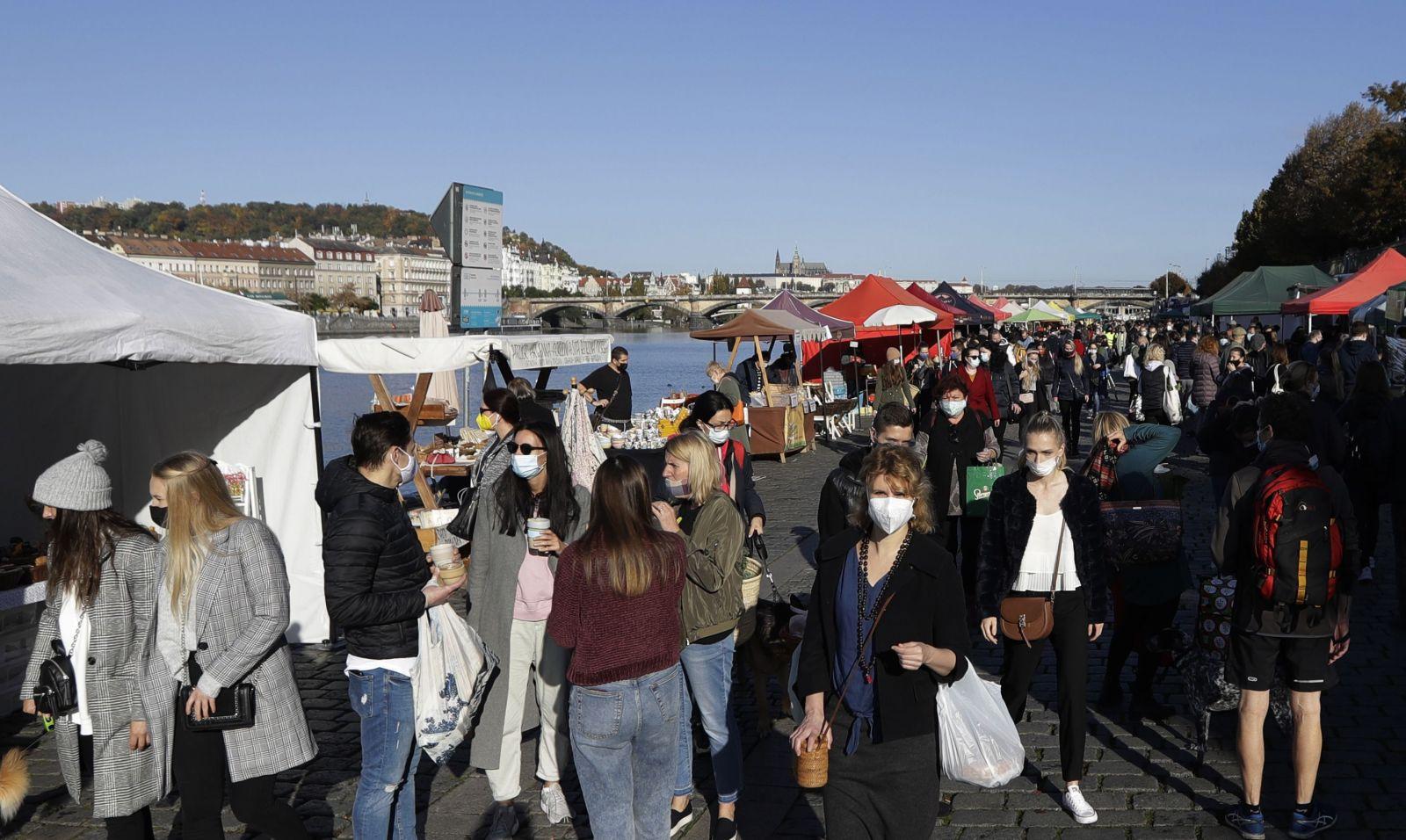 KORONA ONLINE: Od dnes platí zákaz vychádzania, polícia hrozí pokutou 1659 eur
