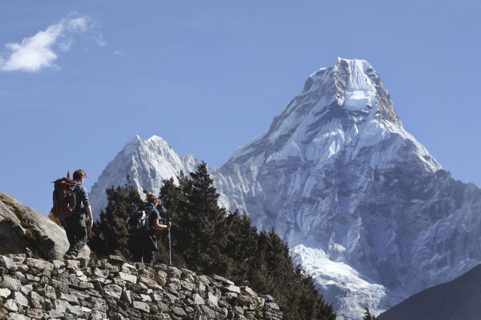 Čína dala stopku turistom na Mount Everest. Horu totiž zahltili odpadom, ročne tam pustia už len 300 horolezcov