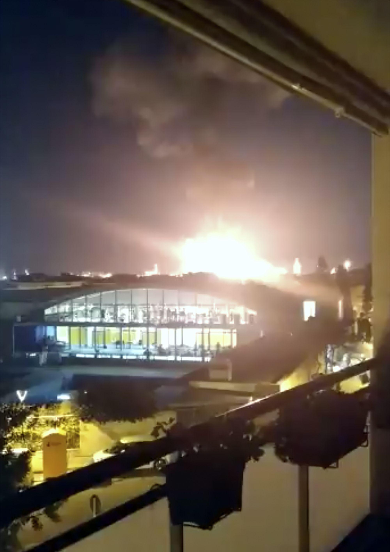 Po výbuchu v chemickej továrni vymrštilo do vzduchu kus plechu, ten zabil muža 2 kilometre od nehody