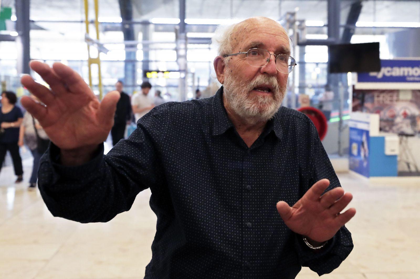 Ľudia nebudú putovať na planéty mimo slnečnej sústavy, hovorí víťaz Nobelovej ceny