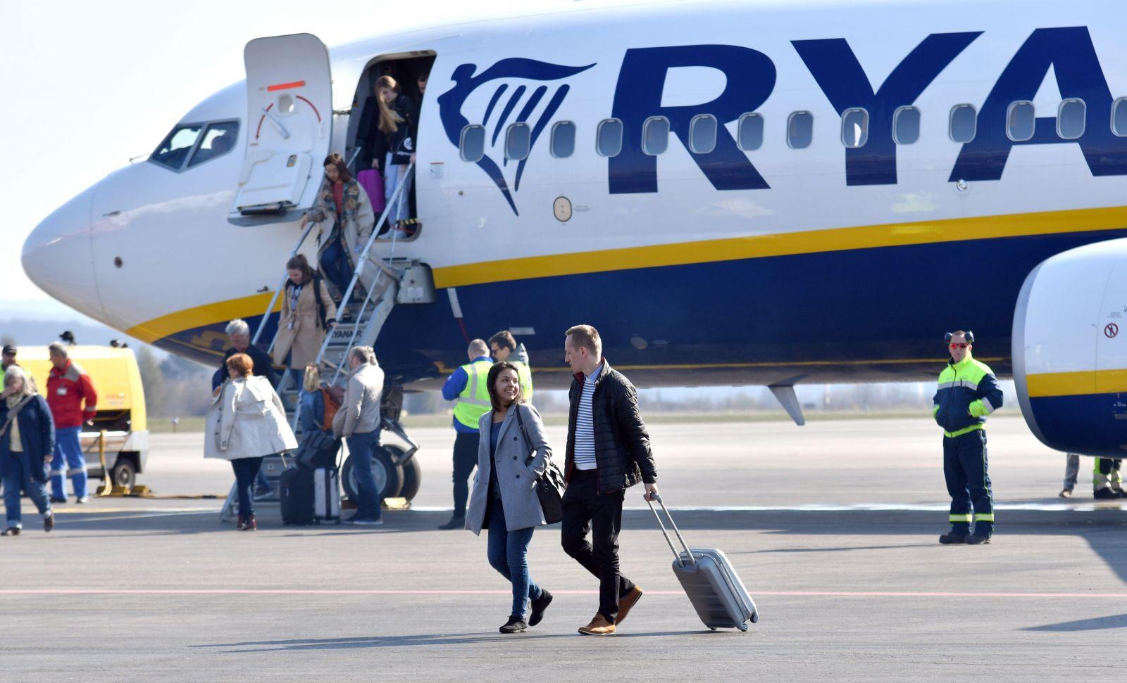 Ryanair už nemôže vyberať poplatky za príručnú batožinu. Obmedzuje práva cestujúcich