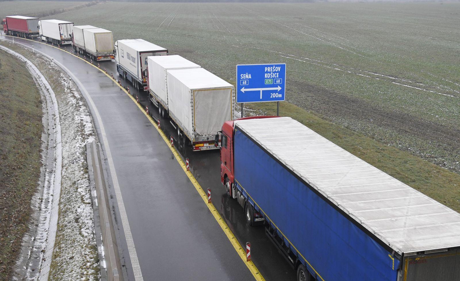 """""""Nie sme pripravení na kompromis a neodídeme."""" Štrajk dopravcov sa vyostruje, komplikujú dopravu vo viacerých mestách"""