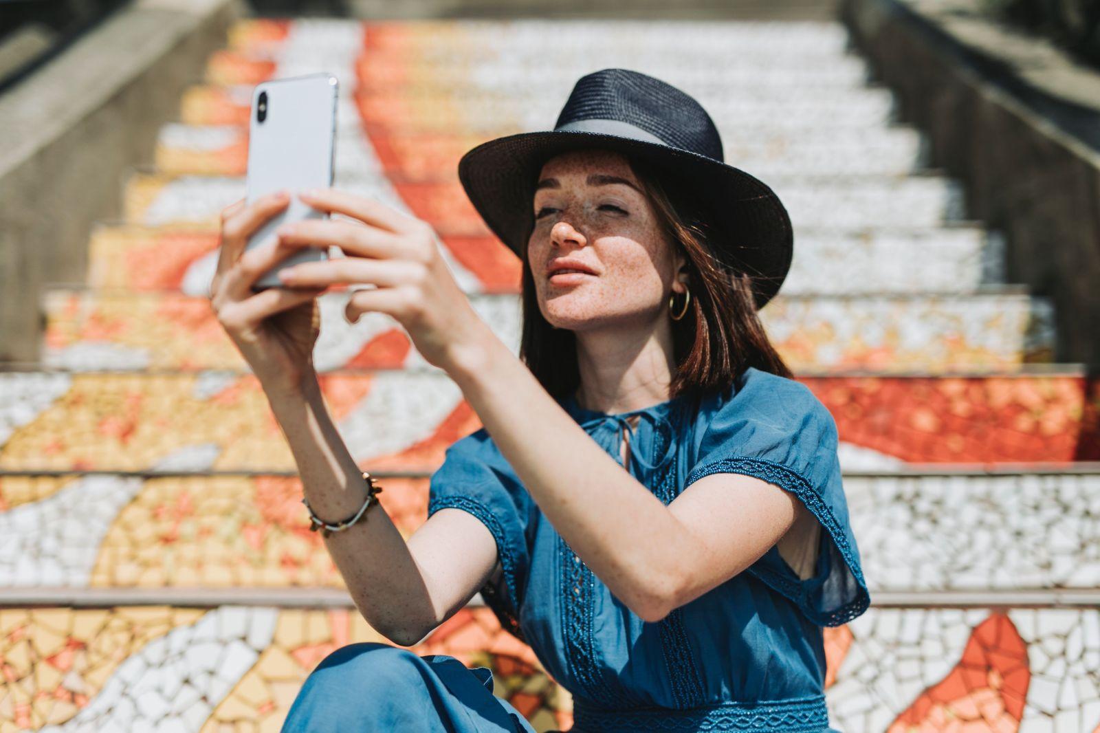 Ak zvládneš týždeň bez smartfónu, dostaneš 1 000 dolárov. Ako náhrada ti musí stačiť stará vyklápačka