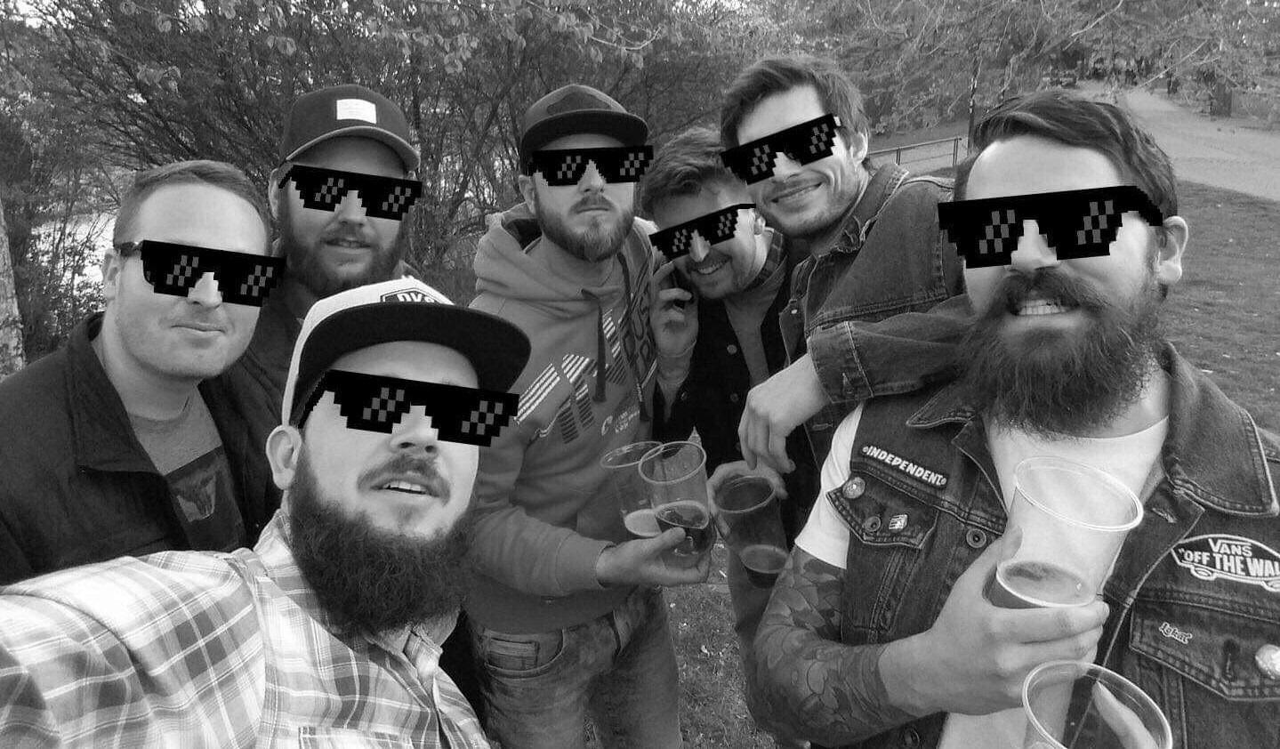 """Sex, Brno a chlastání. KKRD Boys vydávají čtvrtou knížku """"literárního formátu na retych"""" (Rozhovor)"""