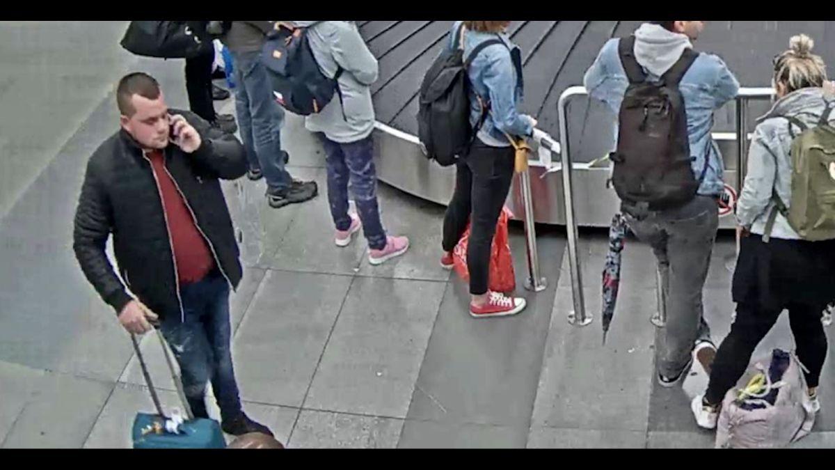 Tři cizinci propašovali do Prahy 140 kilo Katy jedlé. Jeden policii stále uniká