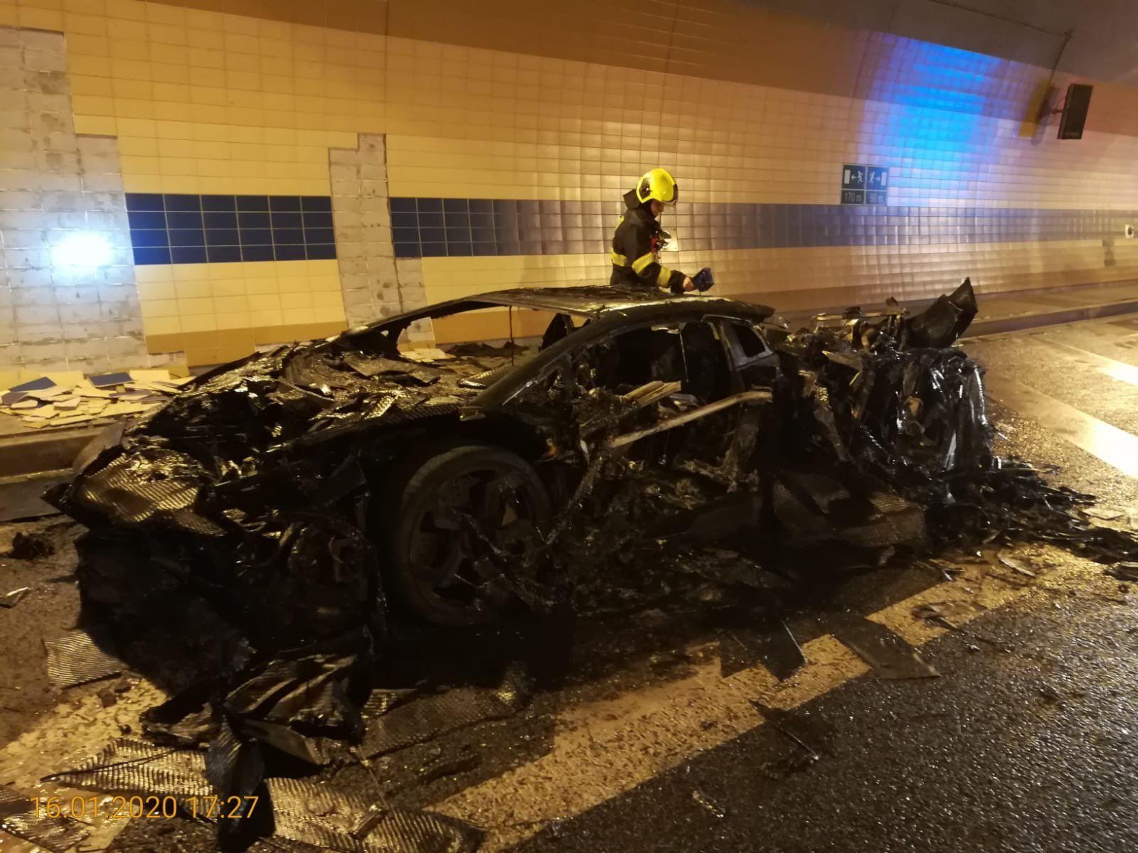V tunelu Blanka hořelo Lamborghini, nikomu se nic nestalo