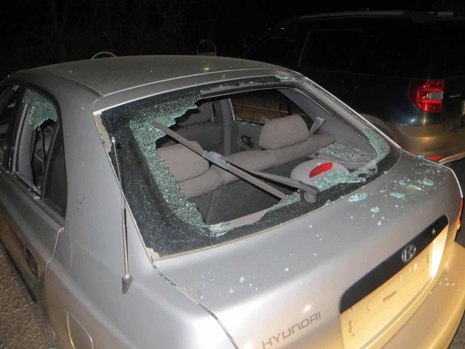 Cizinec z Brněnska nezvládl roztržku o přepis vlastního auta, ze zlosti jej rozmlátil kladivem. Nejspíš si nevšiml, že je jeho