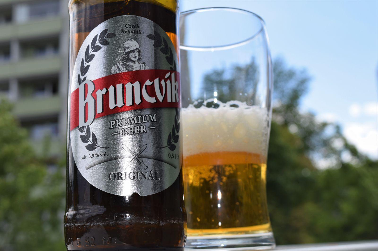 Velký test piv do 10 korun: Víme, kterým značkám se rozhodně vyhnout, a které neurazí a ulehčí tvé peněžence
